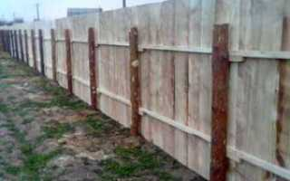 Деревянные столбы для забора: особенности материала, плюсы и минусы, изготовление и установка