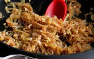 Как жарить лук: как обжарить вкусно на сковороде (в микроволновке, во фритюре), сколько жарится до золотистой корочки, рецепты